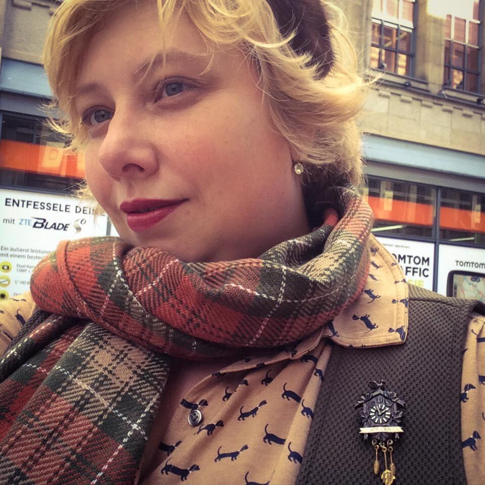 Miss Kittenheel vintage plaussize dackel sausagedog tartan