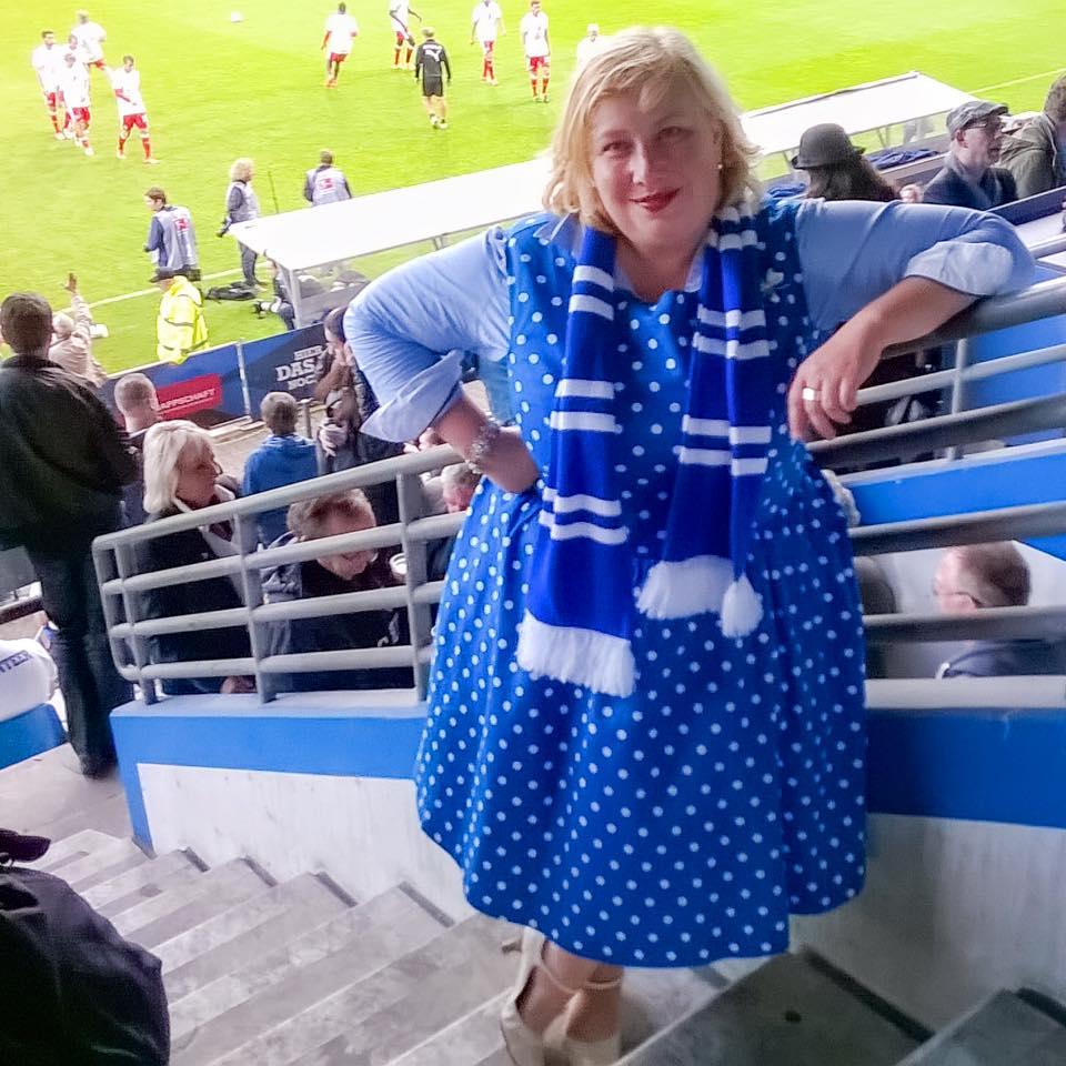 Miss Kittenheel vintage plussize style VfL Football