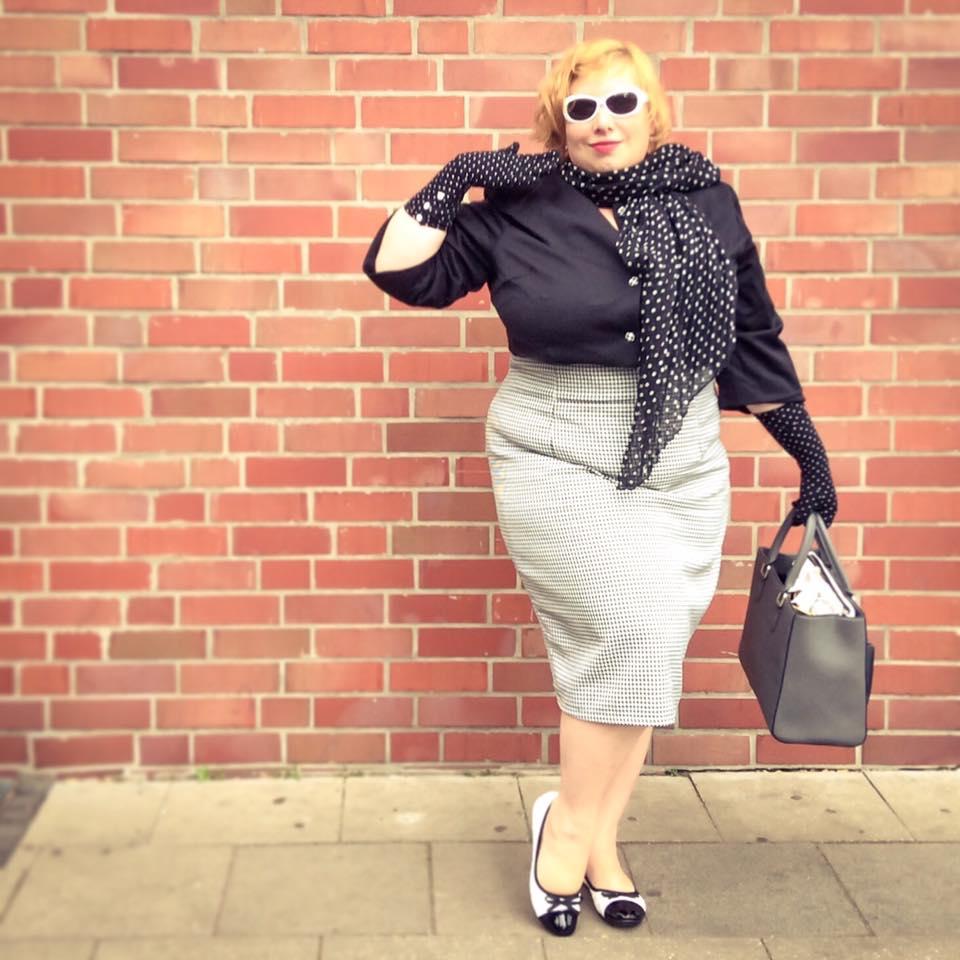 misskittenheel vintage plussize dolly dotty u30 blackandwhite secretary 09