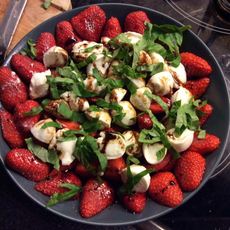 misskittenheel vintage plussize style erdbeeremalanders strawberry caprese 01