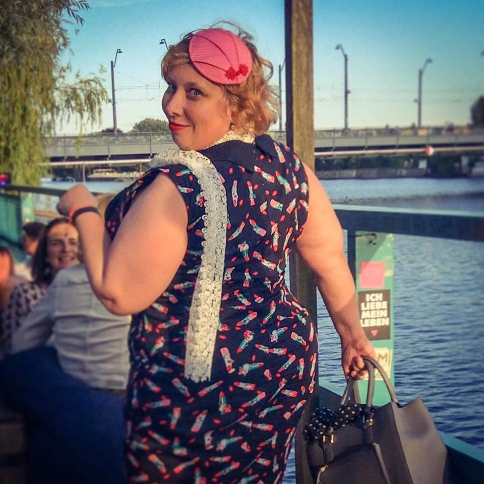 misskittenheel berlin fashionweek summer 2016 lindybop vanessa lipstick fascinator hat pink