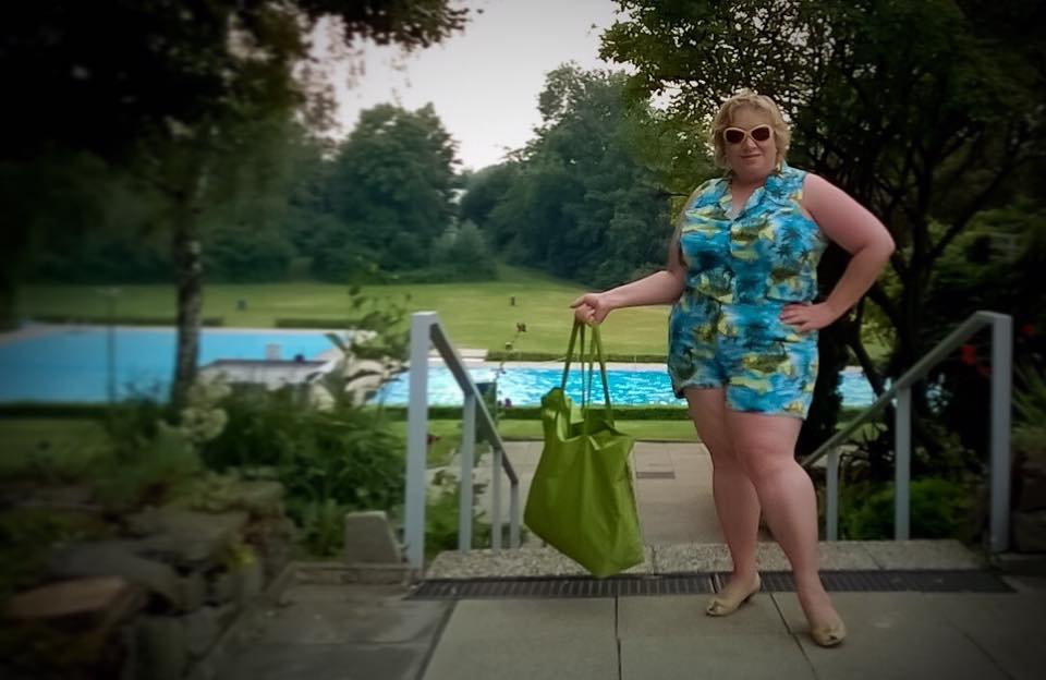 misskittenheel frenchcurves pool side lido piscine lindybop hawaii playsuit 03