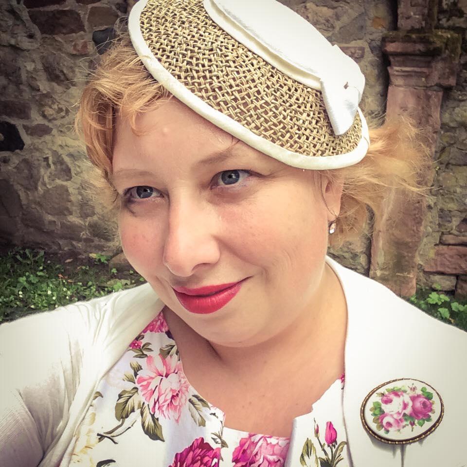 misskittenheel wedding guest roses lindybop audrey hat fan dieburg castle 03