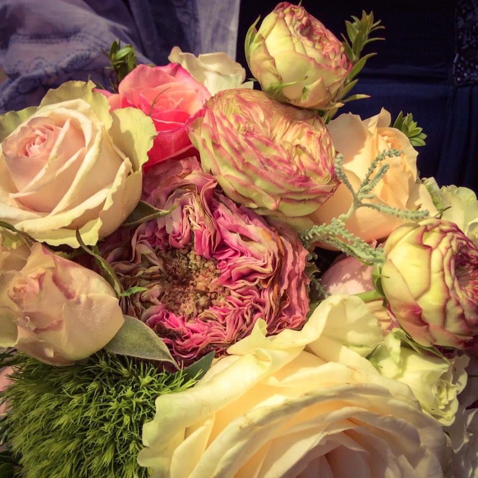 misskittenheel wedding guest roses lindybop audrey pink bride bouquet dieburg castle 06