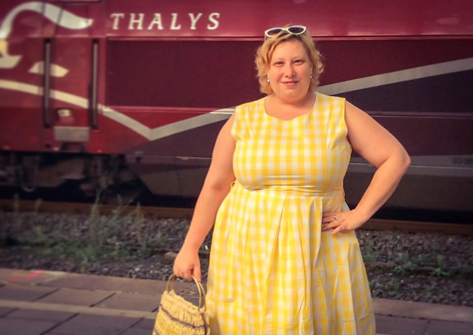 misskittenheel lindybop colette yellow gingham raffia vintage bag 03