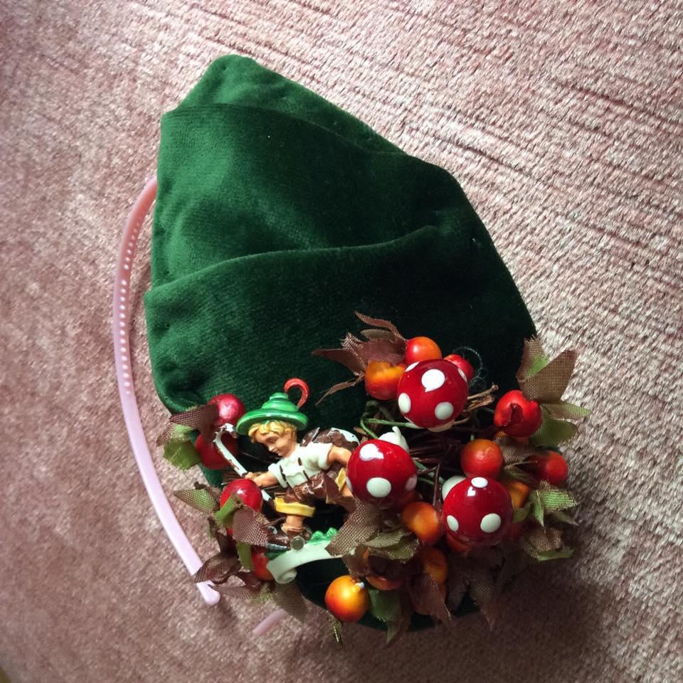misskittenheel-vintage-plussize-fascinator-green-velvet-toadstool-autumn-kitsch-02