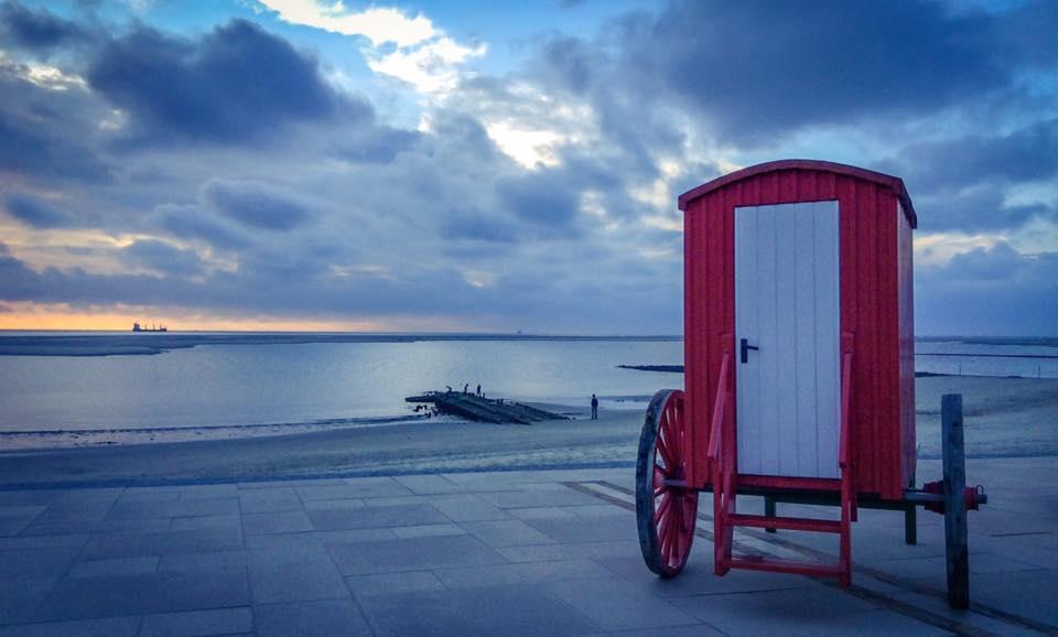misskittenheel-vintage-plussize-borkum-promenade-strandwagen-umkleide-01