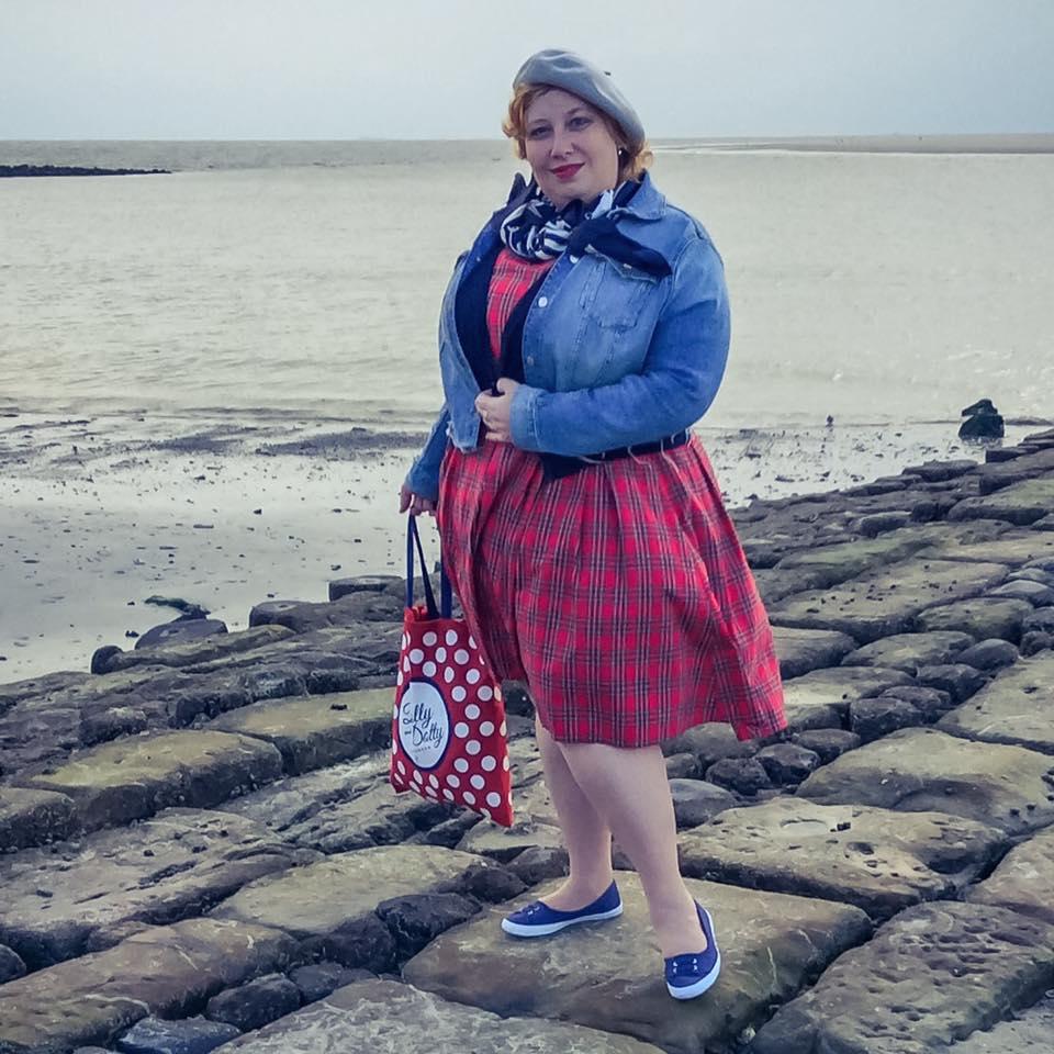 misskittenheel-vintage-plussize-dolly-dotty-tartan-anna-stewart-navy-marine-autumn-03