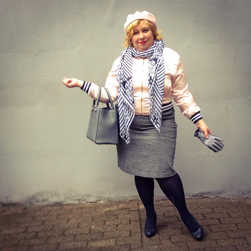 misskittenheel-vintage-plussize-frenchcurves-bomber-feminin-asos-boohoo-pink-satin-04