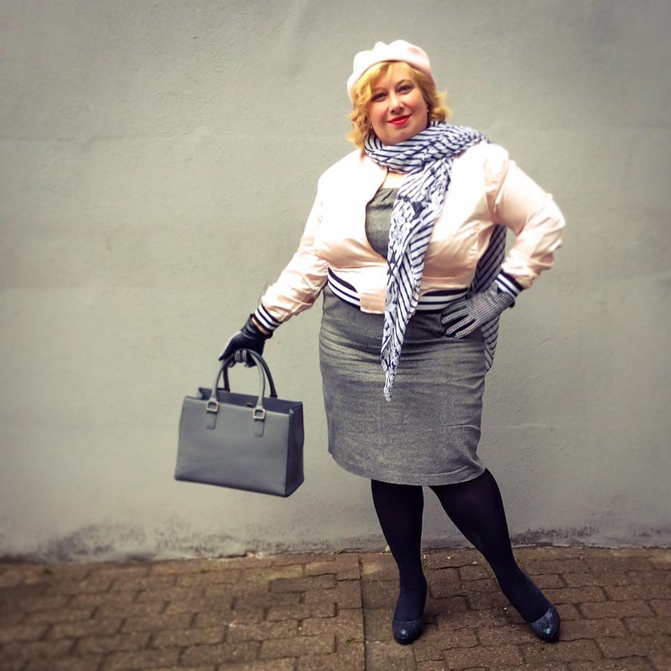 misskittenheel-vintage-plussize-frenchcurves-bomber-feminin-asos-boohoo-pink-satin-06