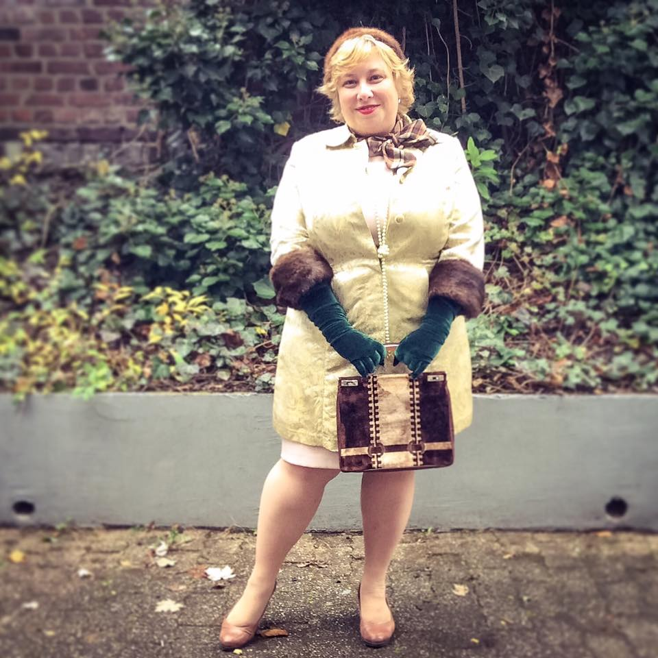 misskittenheel-vintage-plussize-lanebryant-gold-brocade-coat-50s-fur-cuffs-05