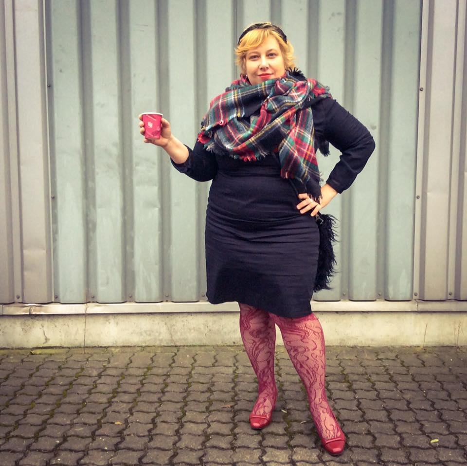 misskittenheel-vintage-plussize-pinup-lindybop-vanessa-wiggledress-lace-tights-05