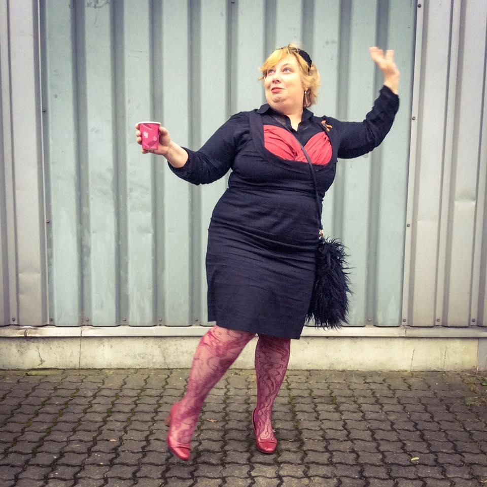 misskittenheel-vintage-plussize-pinup-lindybop-vanessa-wiggledress-lace-tights-06