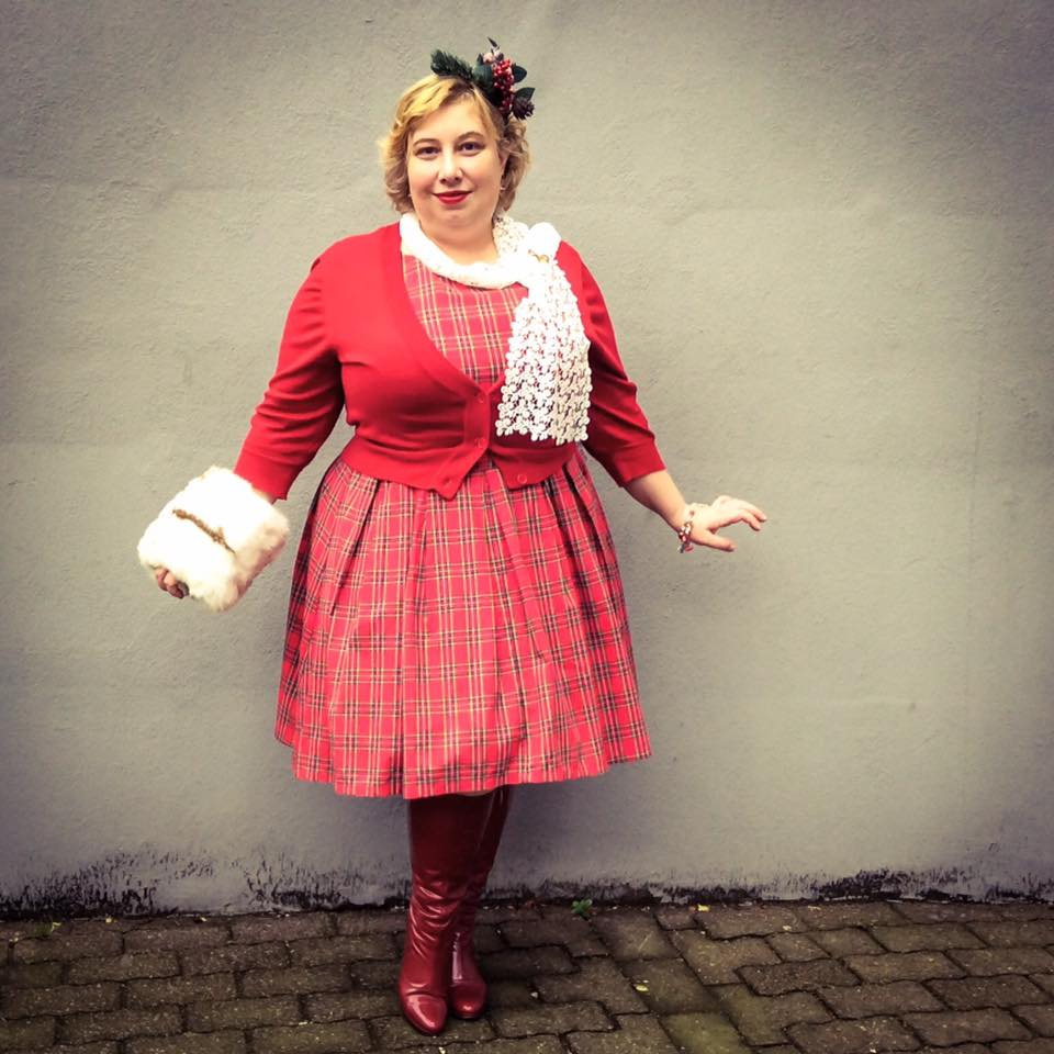 misskittenheel-vintage-plussize-christmas-dollydotty-tartan-red-royalstewart-pinup-fascinator-07