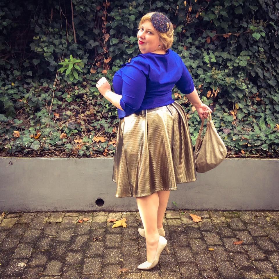 misskittenheel-vintage-plussize-frenchcurves-metalliqze-gold-skirt-elvi-pinup-05